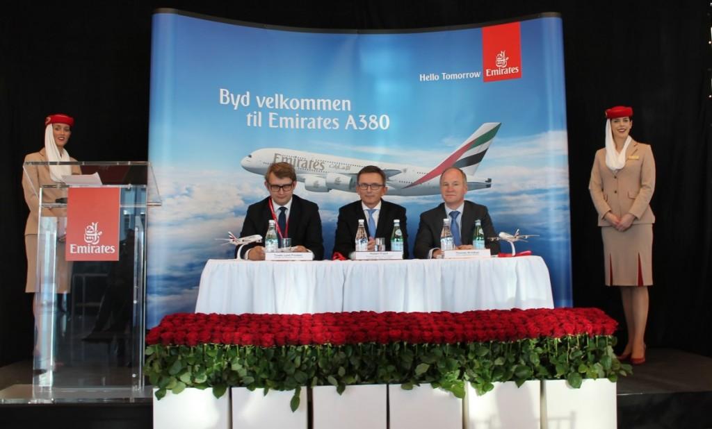 Erhvervs- og vækstminister Troels Lund Poulsen, VP Commercial fra Emirates, Hubert Frach og direktør for Københavns Lufthavne Thomas Woldbye.