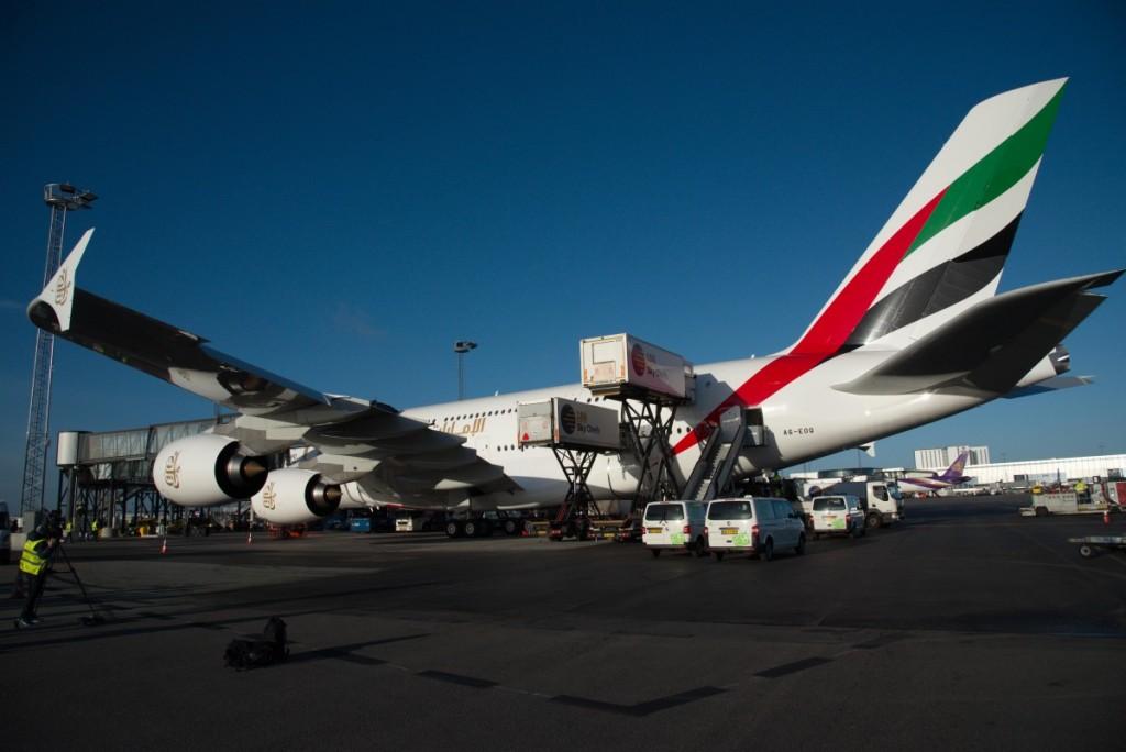 A380 flyet netop parkeret ved den nye gate i Københavns Lufthavn. Forøvrigt eneste gate med to broer. Her vil flyet kunne findes dagligt fremover.