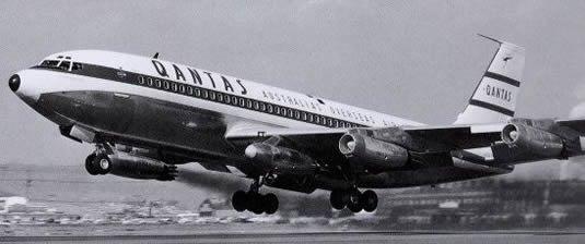 En Qantas Boeing 707 med en ekstra motor monteret på den ene vinge. Qantas erfaringerne med dette startede i 70'erne. Foto: Qantas