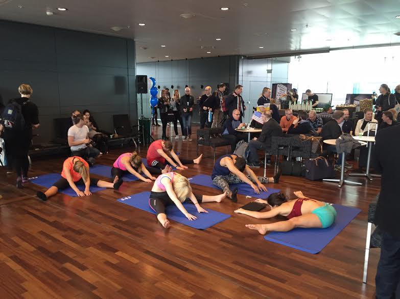 Det var også mulig å være med på yoga for de som hadde lyst til å strekke på bena føravgang.