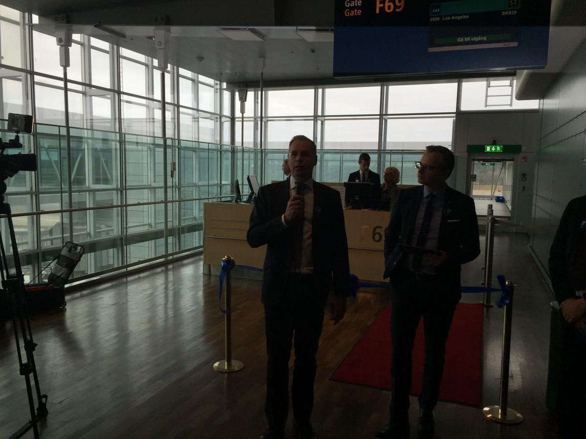 SAS chef Rickard Gustafsson holder tale i Stockholm inden første afgang til Los Angeles
