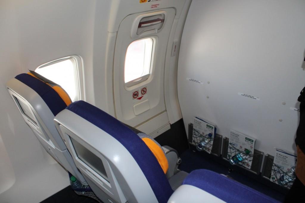 """""""Divider"""" mellem Business Class og SAS Go. Udover væggen er der gardin i midtergangen, som adskiller de to kabiner."""