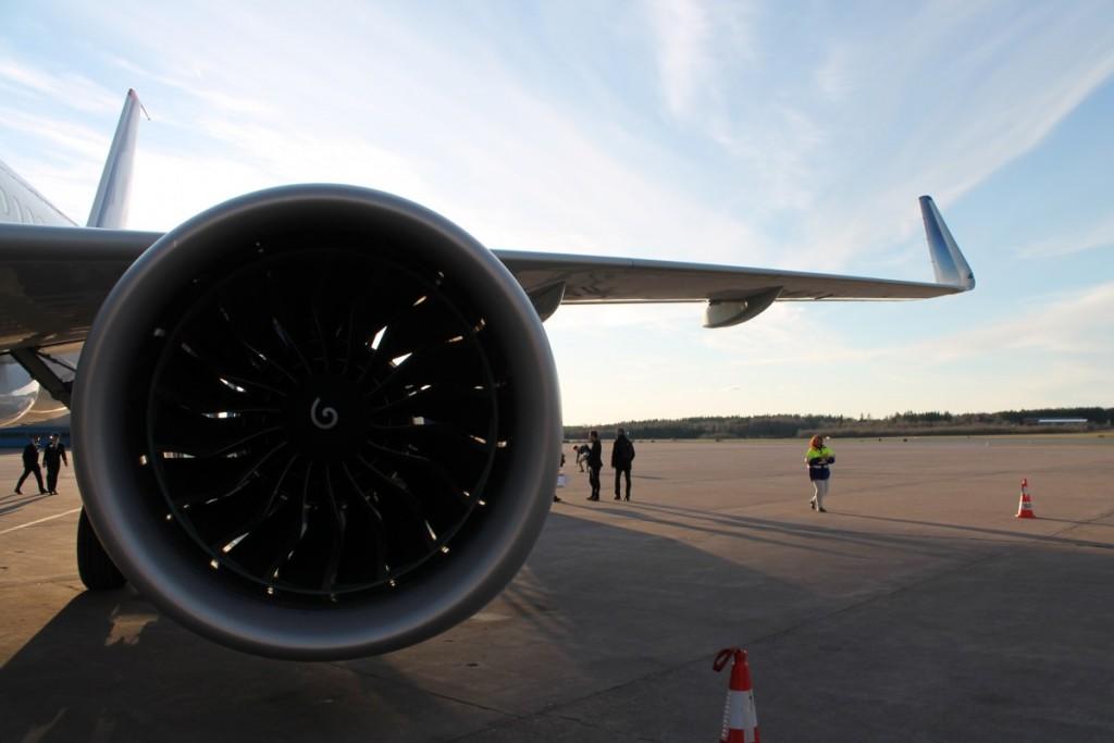 Større diameter på motoren og sharklets på vingespiderne er med til at sænke brændstofforbruget med omkring 15%