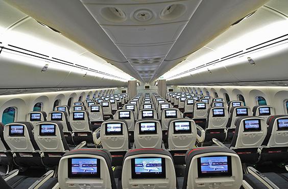 Økonomikabinen ombord på Air Canada's Boeing 787 Dreamliner.
