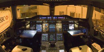 cockpittet på en Emirates A380