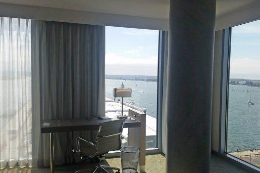 Værelset på Springhill Suites. En skøn udsigt ud over vandet.