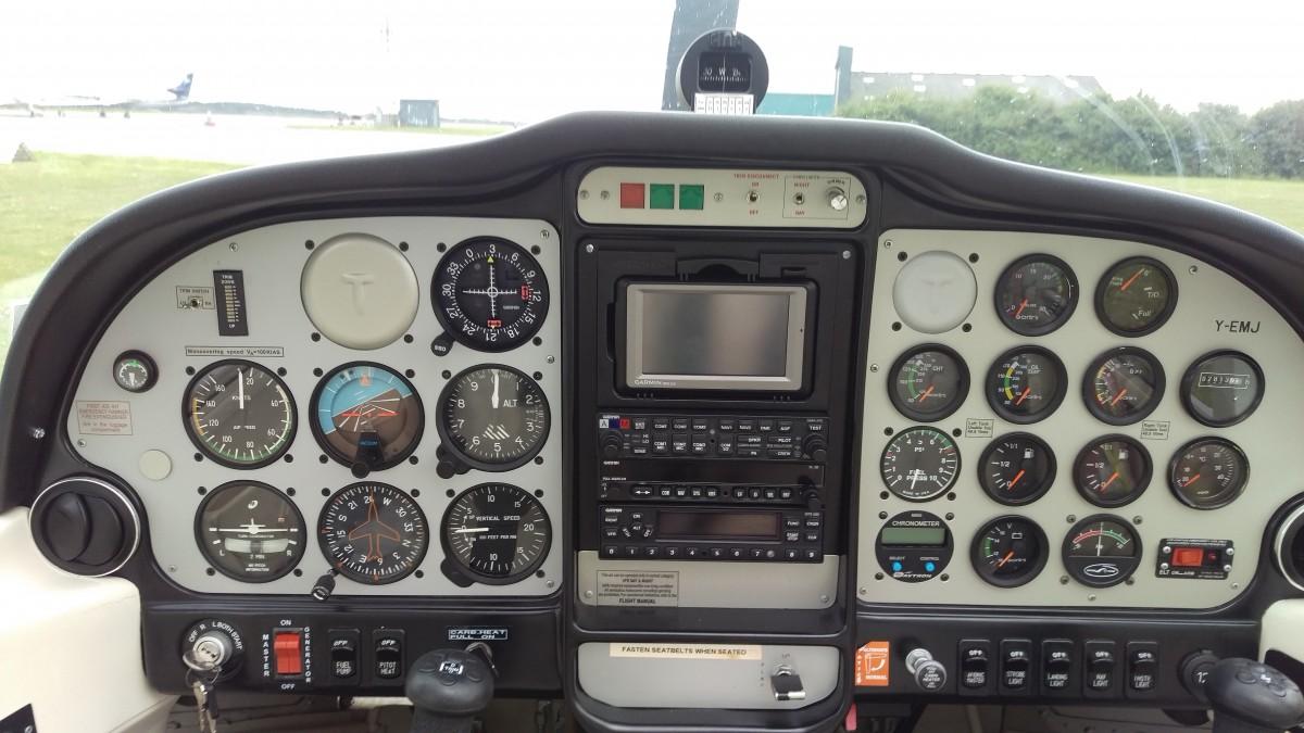 Cockpittet på den flyvemaskine vi flyver