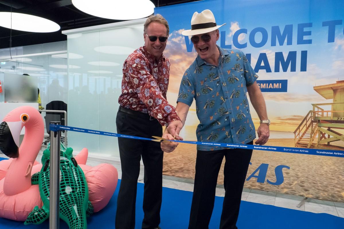 Lars Sandahl Sørensen klipper sammen med Thomas Moldbye snoren der officielt åbnede ruten til Miami i sidste uge.