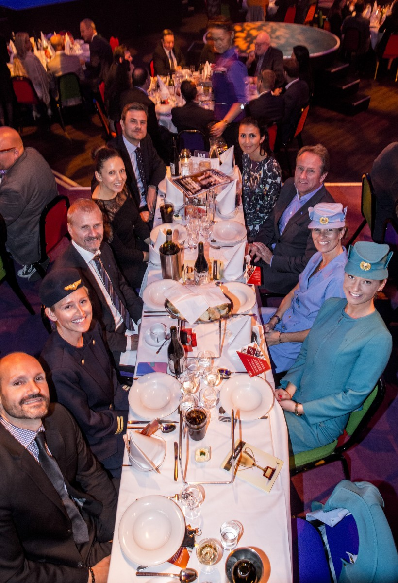 insideflyer-dk-sas-danish-travel-awards-2016-bordet-med-sas-folk