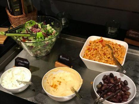 Salat og hummus