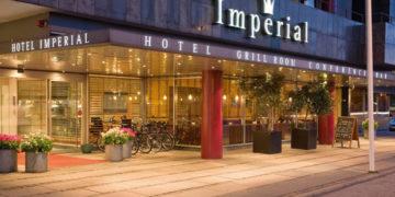 Imperial Hotel er sammen med Square Hotel og Grand Hotel meget centralt placeret tæt ved Rådhuspladsen.