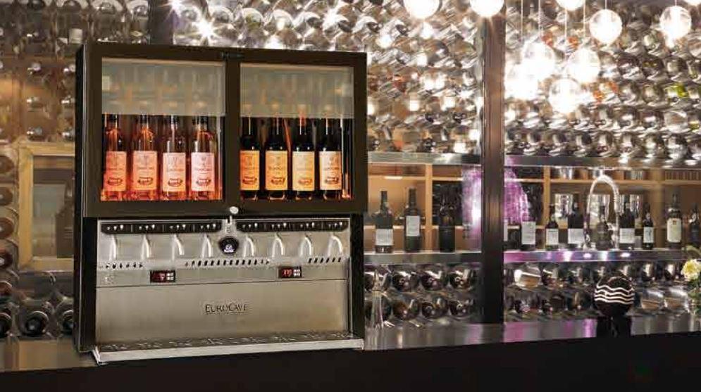 Der kommer et vinotek fra firmaet EuroCave, som giver dig mulighed for at se de flasker du kan vælge imellem. Et godt og stilfuldt valg.