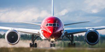 insideflyer-dk-norwegian-boeing-787-dreamliner-front-picture