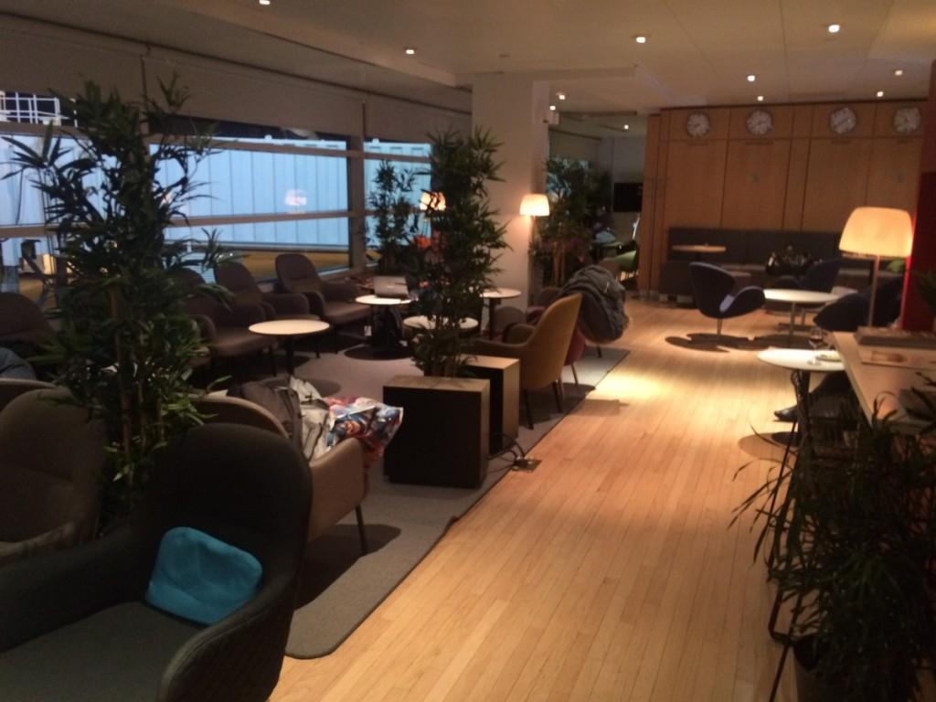 Siddepladser i samme desgin som i de andre SAS lounger