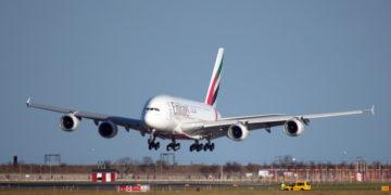 Emirates Airbus A380 lander i København og det er dette fly du skal med, hvis du flyver med Emirates til Dubai og muligvis videre.