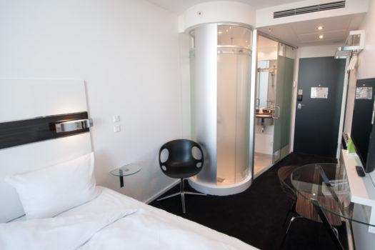 Et værelse på et af Wakeup Copehagen-hotellerne. Wakeup er Arp-Hansens lavprishoteller og er ikke med i fordelsprogrammet. PR foto.