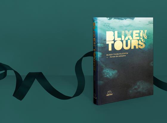 Den 400 siders store bog Blixen Tours Platinum, som er fyldt med billieder fra eksklusive rejsemål og verdens smukkeste gemmesteder.