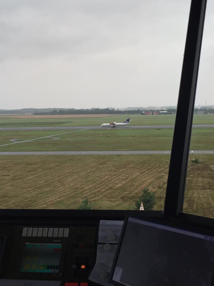 SAS ATR lander i Århus set fra kontroltårnet