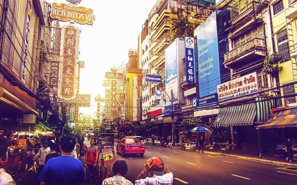https://pixabay.com/da/bangkok-gade-thailand-rejser-asiat-2732437/