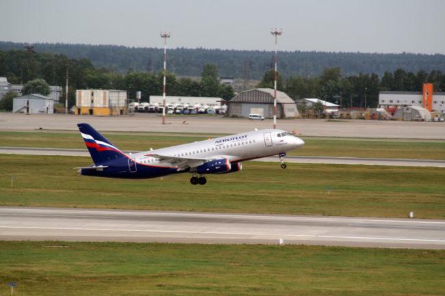 Et Superjet i Aeroflot livery stiger til vejrs (Billede: United Aircraft Corporation)