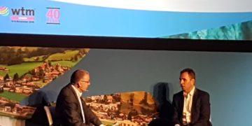 Wizz Airs administrerende direktør József Váradi (til højre) i interview med John Strickland (til venstre)
