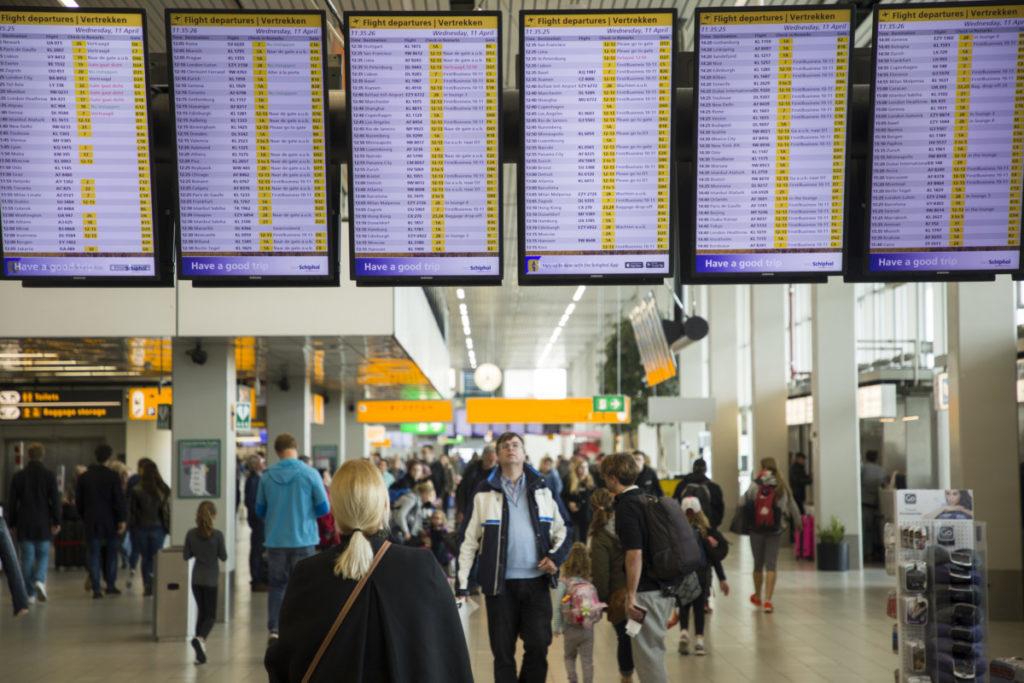 Skærme med afgangstider, og forsinkelser, på Amsterdam Schiphol Airport (Kilde: Schiphol)