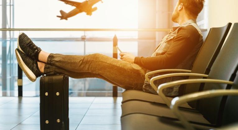 Mand i lufthavn