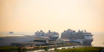 Krydstogtsskibe i havn